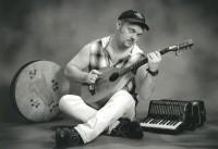 Sammy Horner: The Celtic singer/songwriter shows how to praise him on the bodhran